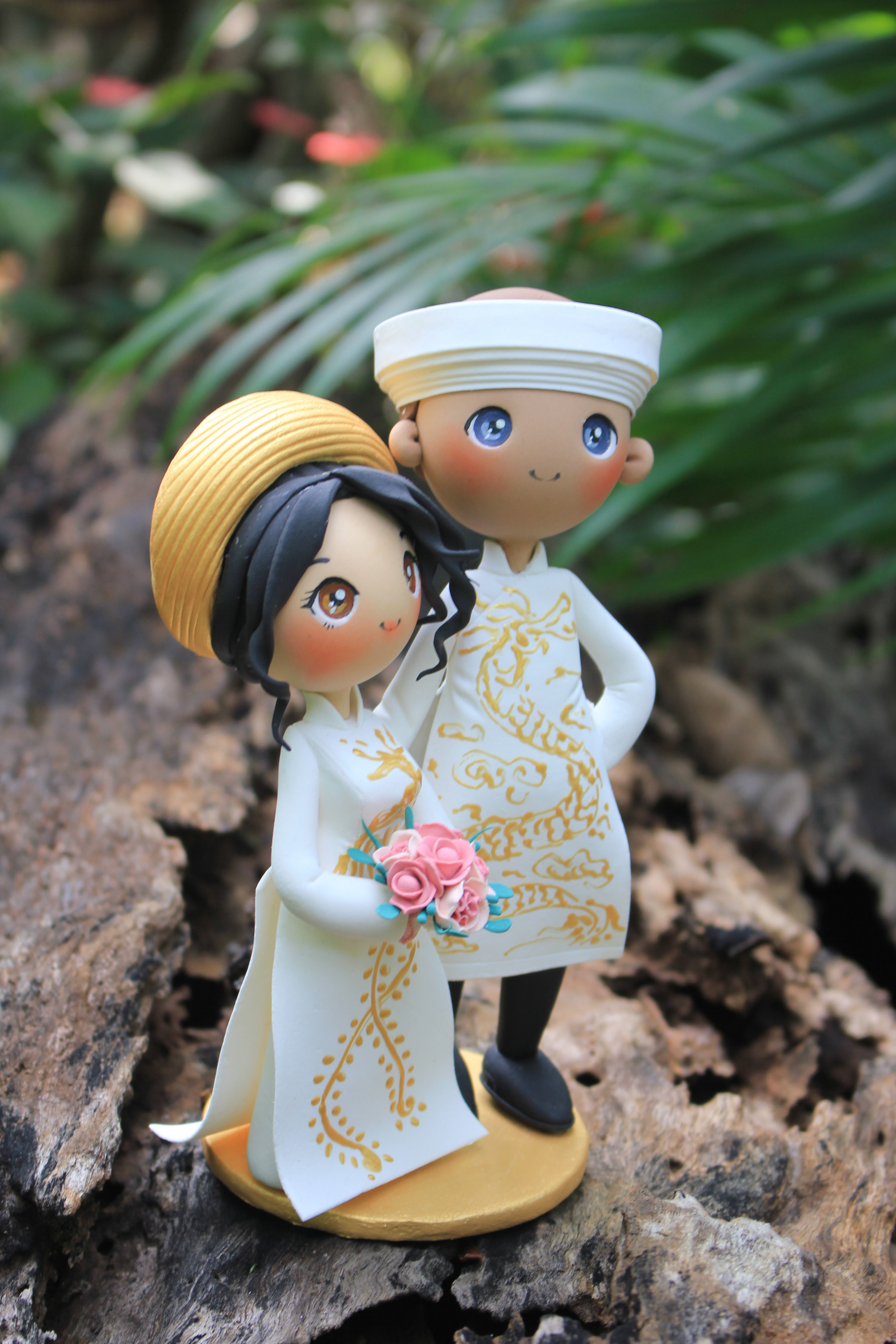 Picture of Ao Dai Wedding Cake Topper